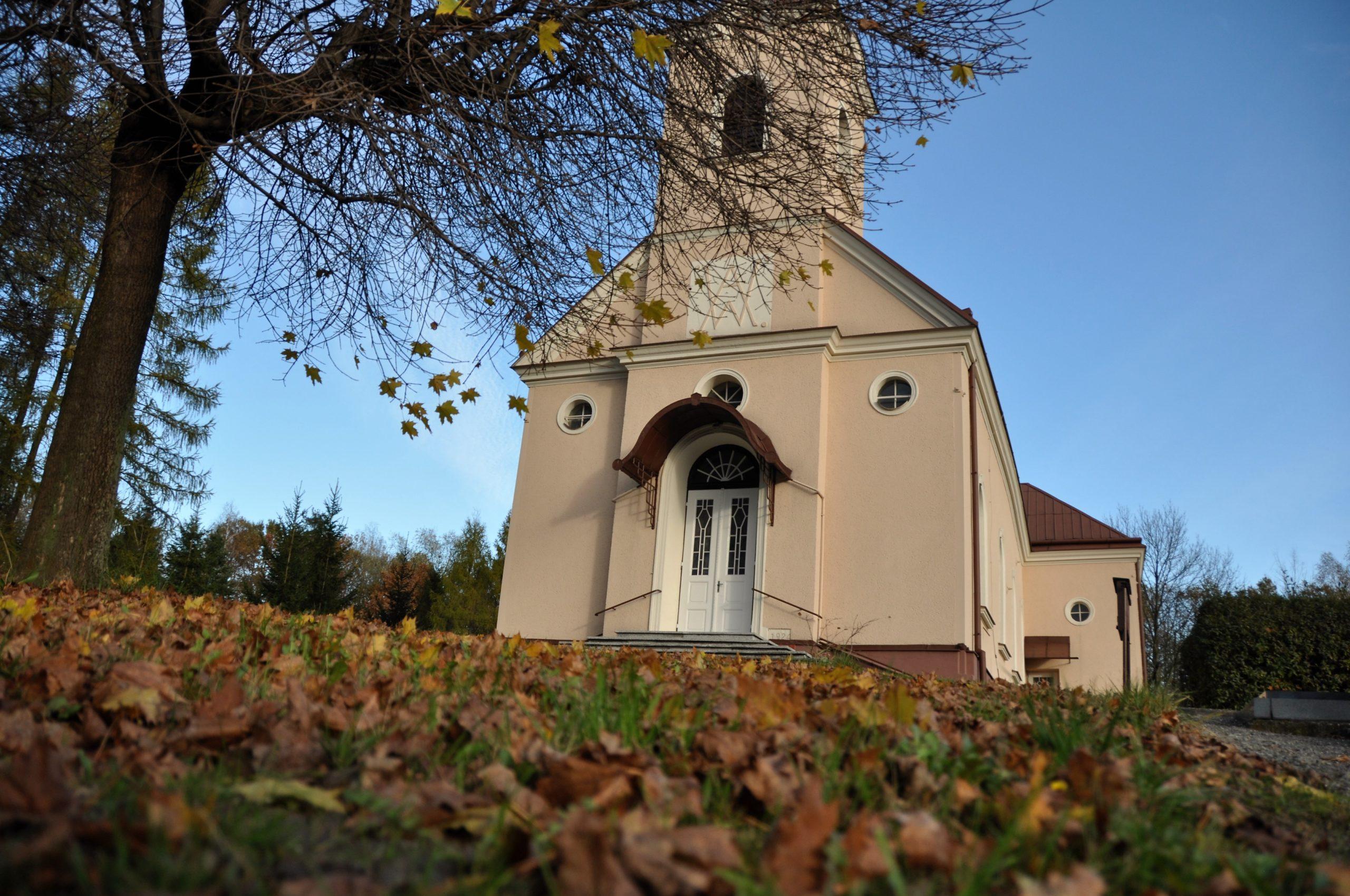 Video: Podzimní kostel v Havířově-Prostřední Suché