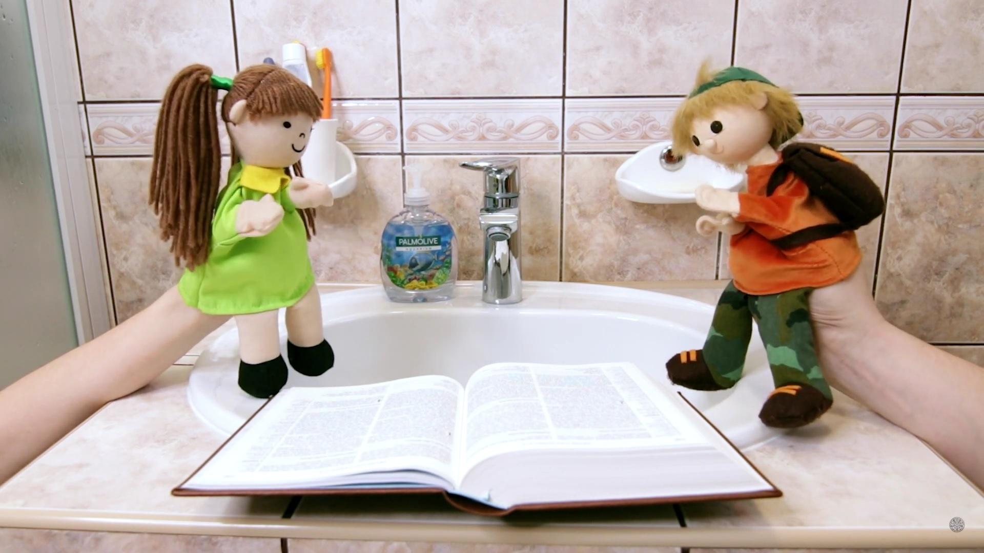 S Petrou a Vítkem v koupelně